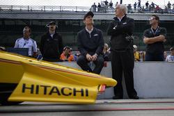 Helio Castroneves, Team Penske Chevrolet, Tim Cindric, Roger Penske