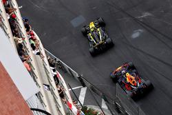 Carlos Sainz Jr., Renault Sport F1 Team R.S. 18 e Max Verstappen, Red Bull Racing RB14