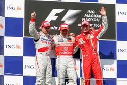 Подиум: второе место – Тимо Глок, Toyota Racing, победитель гонки Хейкки Ковалайнен, McLaren, третье место – Кими Райкконен, Ferrari