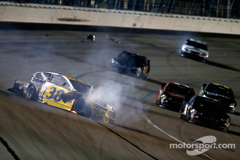 David Gilliland, Front Row Motorsports Ford in major crash