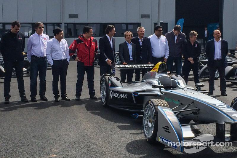 Le prime 10 vetture di Formula E vengono consegnate e presentate: CEO Formula E Alejandro Agag con A