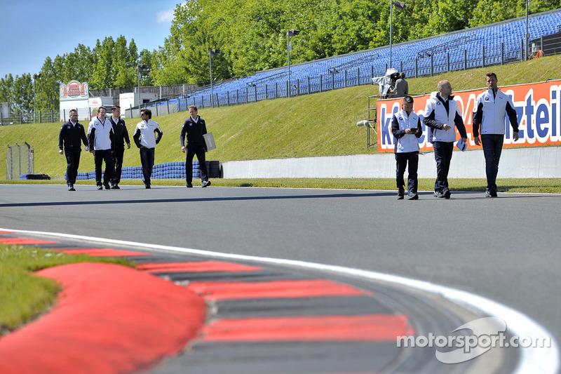 Passeggiata in pista Bruno Spengler, BMW Team Schnitzer, BMW M4 DTM e Martin Tomczyk, BMW Team Schnitzer, BMW M4 DTM,