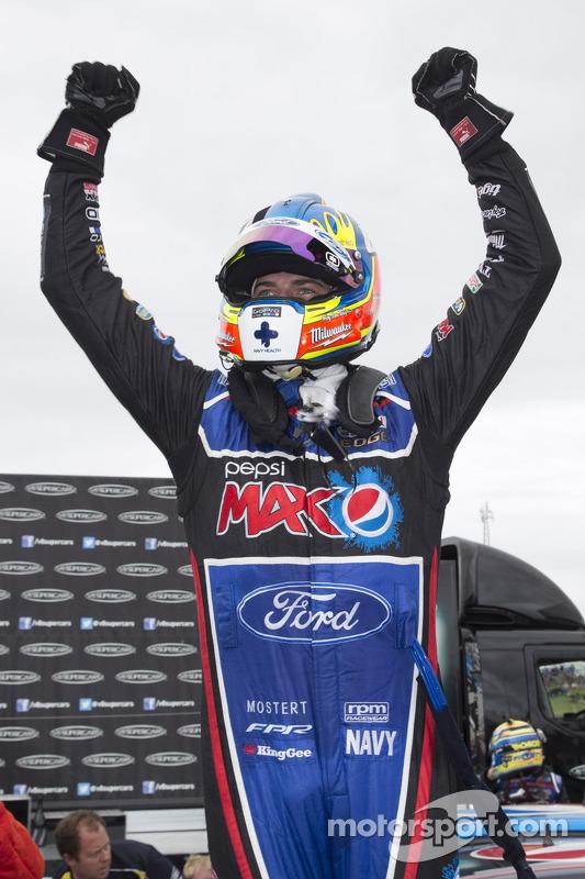 Vencedor corrida Chaz Mostert, Ford Performance Racing celebra