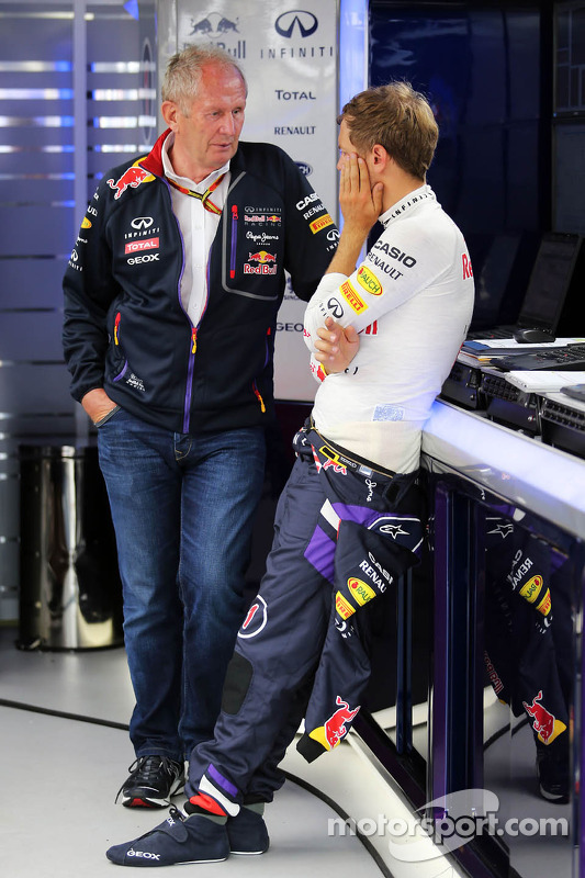 (Esquerda para direita): Dr Helmut Marko, consultor da Red Bull, com Sebastian Vettel, da Red Bull