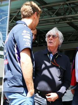 (Soldan Sağa): Sebastian Vettel, Red Bull Racing ve Bernie Ecclestone