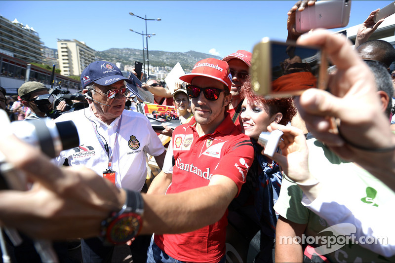 Fernando Alonso, Ferrari with fans