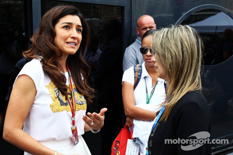 (L to R): Fabiana Flosi, wife of Bernie Ecclestone, with Rafaela Bassi, wife of Felipe Massa, Williams