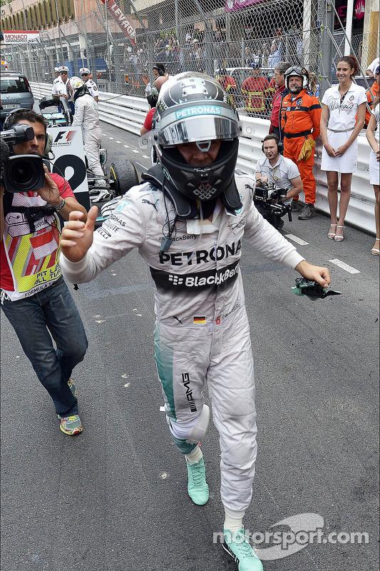 Vencedor da corrida Nico Rosberg, Mercedes AMG F1 celebra no parc ferme