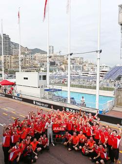 Jules Bianchi, Marussia F1 Team, feiert 1. WM-Punkte mit dem Team