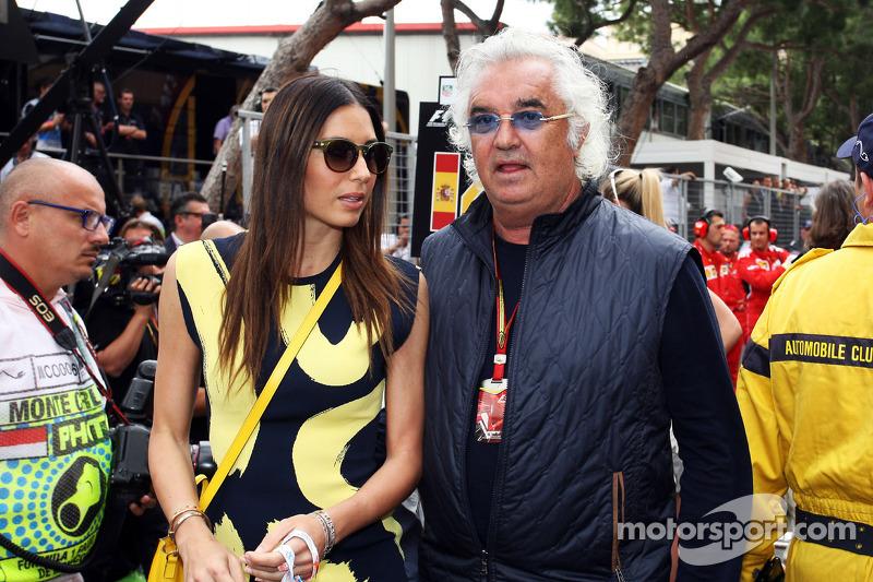 Flavio Briatore, con la moglie Elisabetta Gregoraci, sulla griglia di partenza