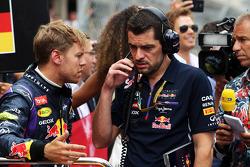 Startaufstellung: Sebastian Vettel, Red Bull Racing; Guillaume Rocquelin, Red Bull Racing, Renningenieur