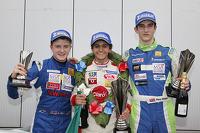 领奖台: 比赛获胜者 Pietro Fittipaldi, 第二名 Alex Gill, 第三名 Piers Hickin