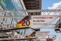 Porsche LMP1 pit stalls