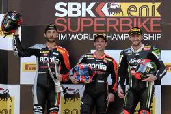 Podio de la Carrera 2: El ganador Marco Melandri, segundo lugar Sylvain Guintoli,y tercero Tom Sykes.