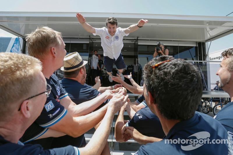 Francois-Xavier Demaison kutlama yapıyor ve VW takımı