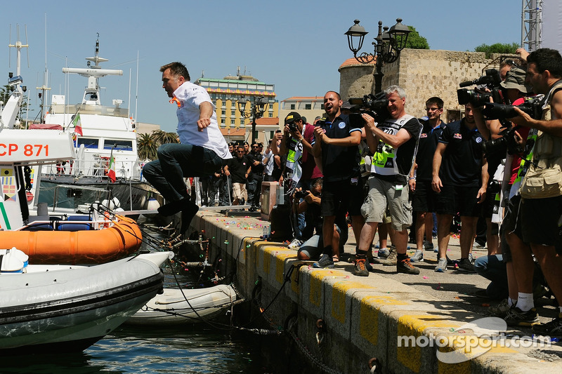 约斯特·卡比多跳进港口