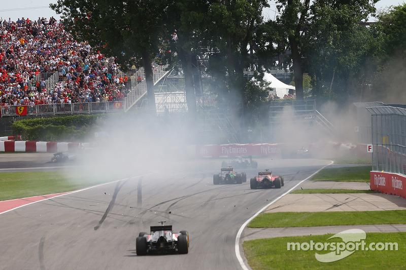 Felipe Massa, Williams FW36 ve Sergio Perez, Sahara Force India F1 VJM07 ilk virajda kaza yapıyor