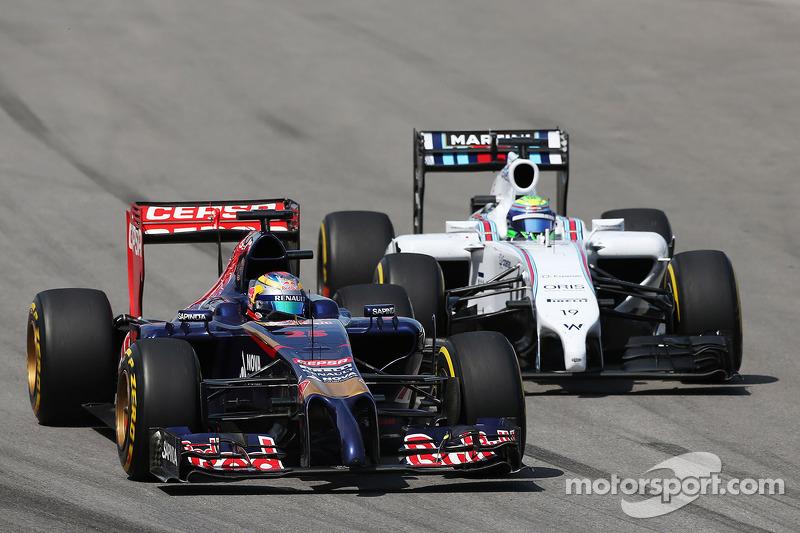 Jean-Eric Vergne, Scuderia Toro Rosso STR9 e Felipe Massa, Williams FW36  lottano per la posizione