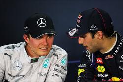 (Soldan Sağa): Nico Rosberg, Mercedes AMG F1 ve yarış galibi Daniel Ricciardo, Red Bull Racing FIA Basın Konferansı'nda
