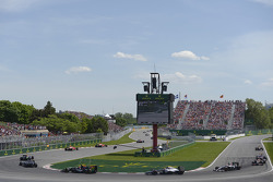 Nico Hulkenberg, Sahara Force India F1 VJM07 leads Jenson Button, McLaren MP4-29