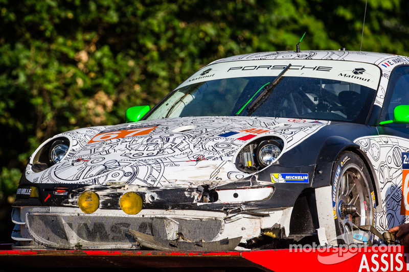 Aftermath of the crash of #67 IMSA Performance Matmut Porsche 911 GT3 RSR (997)