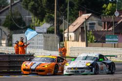 #90 8 Star Motorsports 法拉利 458 Italia: 弗兰基·蒙泰卡尔沃, 吉安卢卡·洛达, 保罗·鲁贝蒂, #67 IMSA Performance Matmut 保时捷 911 GT3 RSR (997): 埃里克·马里斯, 让·马克·梅兰, 埃里克·埃拉里