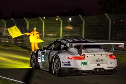 #92 Porsche Team Manthey Porsche 911 RSR (991): Marco Holzer, Frédéric Makowiecki, Richard Lietz avoids the crash of the #99 Aston Martin Racing Aston Martin Vantage V8: Alex MacDowall, Darryl O'Young, Fernando Rees