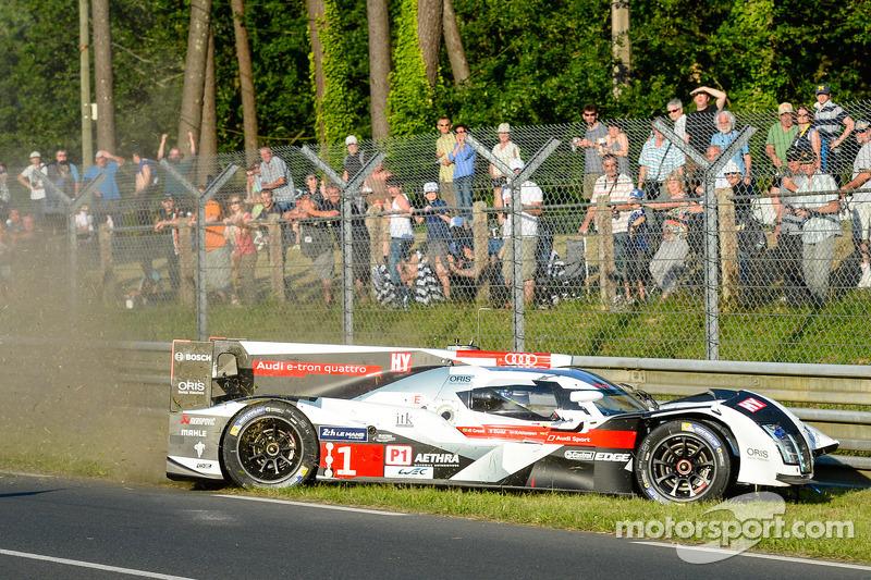 Kaza yapan: #1 Audi Sport Joest Takımı Audi R18 E-Tron Quattro: Lucas Di Grassi, Marc Gene, Tom Kris