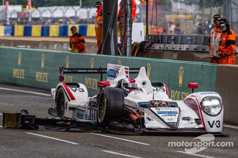 #41 Greaves Motorsport Zytek Z11SN - 日产: 鲁多夫·努内曼, 亚历山德罗·拉蒂夫, 詹姆斯·温斯洛 带着受损进入维修区