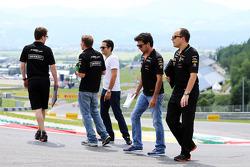 Trackwalk: Sergio Perez, Sahara Force India F1; Gianpiero Lambiase, Sahara Force India F1, Ingenieur