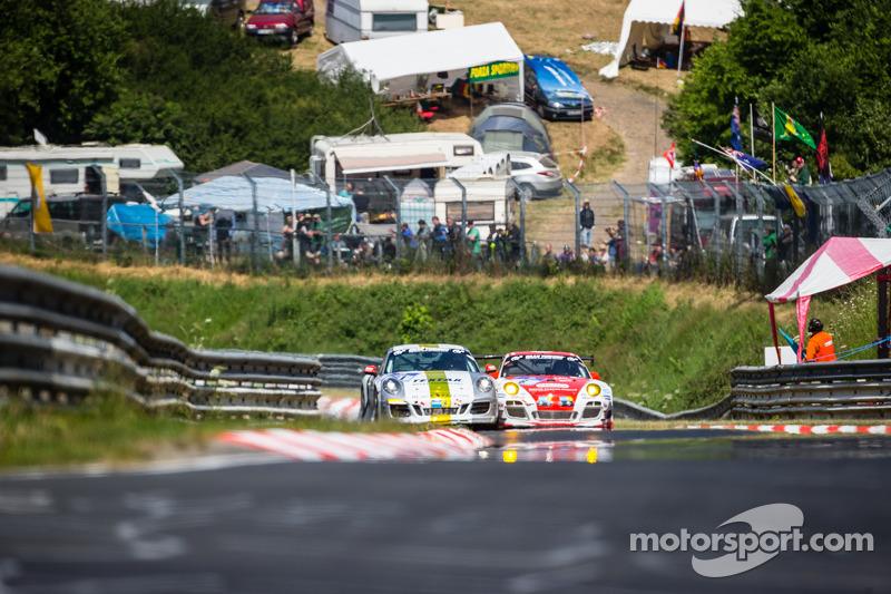 #41 Manthey-Racing Porsche 911 GT3 Cup S: Marco Schelp, Marc Gindorf, #6 Frikadelli Racing Team Pors