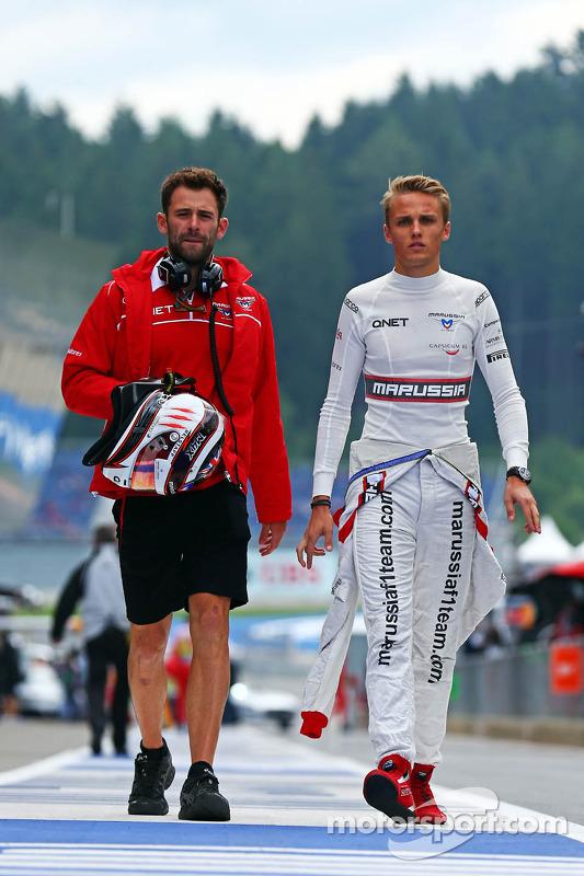 Max Chilton, Marussia F1 Team, com Sam Village, Marussia F1 Team