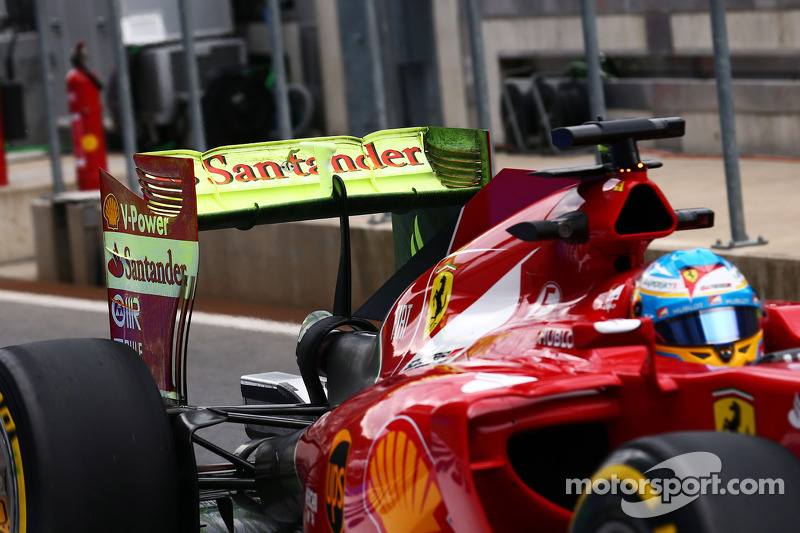 Fernando Alonso, Ferrari F14-T with flow-vis paint on the rear wing