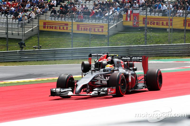 Esteban Gutierrez, Sauber C33 geniş dönüyor