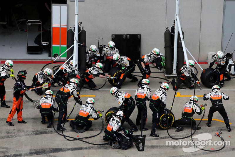 Sahara Force India Formula One Team mecânicos prontos Sahara Force India Formula One Team pitstop