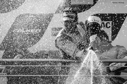 Podyum: şampanya; Markus Winkelhock