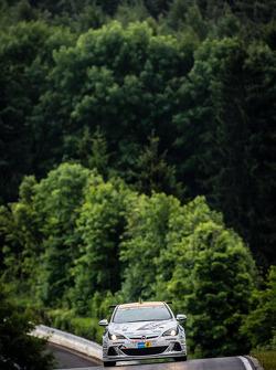 #251 Lubner Event & Motorsport Opel Astra OPC Cup: Axel Jahn, Juha Karjalainen, Sepo Hunt, Alain Pier
