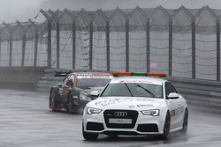 The safety car ahead of Robert Wickens, Mercedes AMG DTM-Team HWA DTM Mercedes AMG C-Coup_à