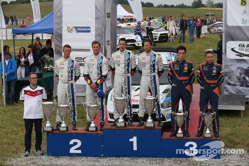 Vincitori Sébastien Ogier e Julien Ingrassia, secondo posto Andreas Mikkelsen e Ola Floene, terzo posto Thierry Neuville and Nicolas Gilsoul