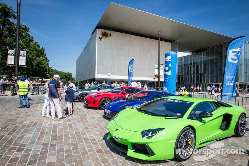 Supercars: Lamborghini Aventador
