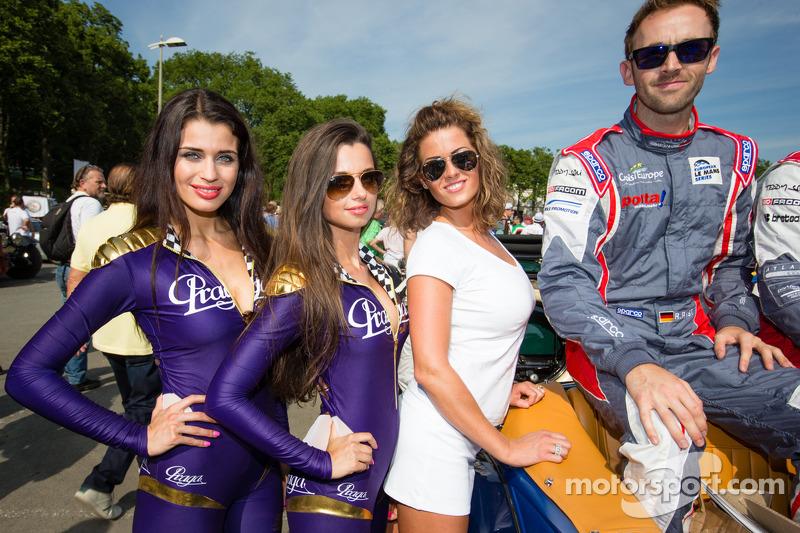 A happy René Rast with the charming Praga girls