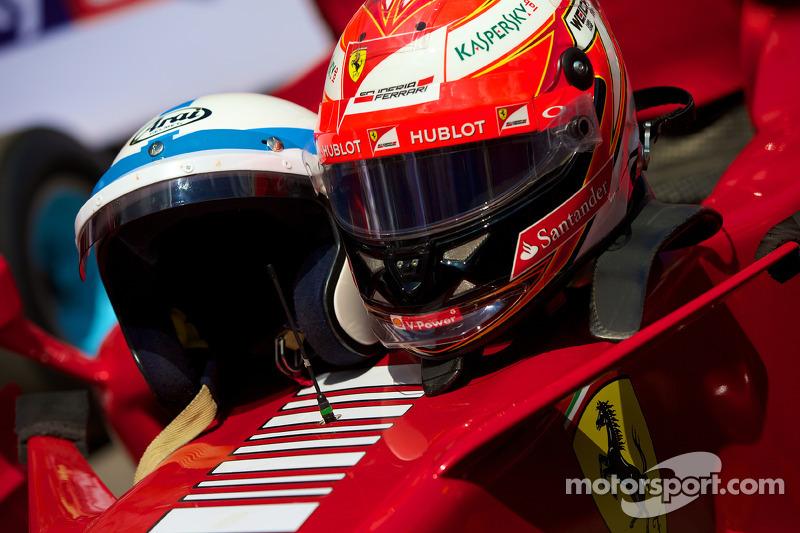 Ferrari F2007 - John Surtees & Kimi Raikonnen'in Kaskları