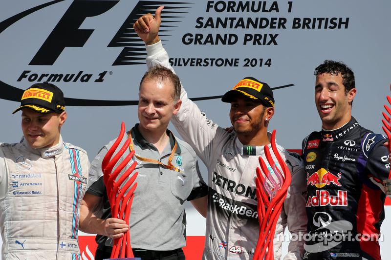 Podio de F1 en Silverstone 2014: 1. Lewis Hamilton, 2. Valtteri Bottas, 3. Daniel Ricciardo