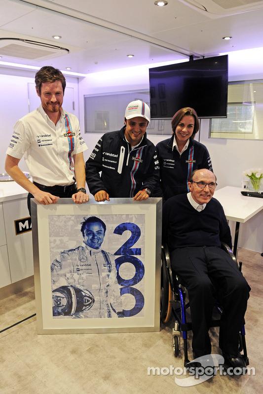 Felipe Massa, Williams, viert zijn 200e GP met Rob Smedley, Williams Head of Vehicle Performance, Wi