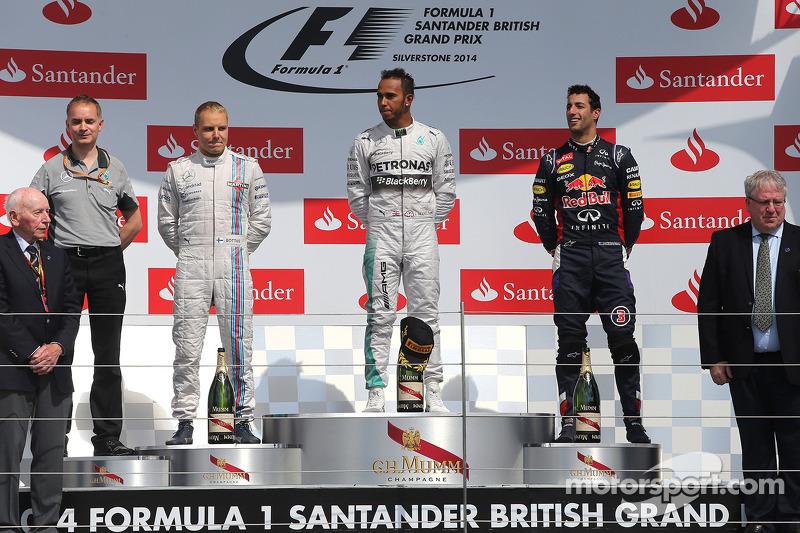 Подіум: 1. Льюіс Хемілтон, Mercedes. 2. Валттері Боттас, Williams. 3. Даніель Ріккардо, Red Bull - R