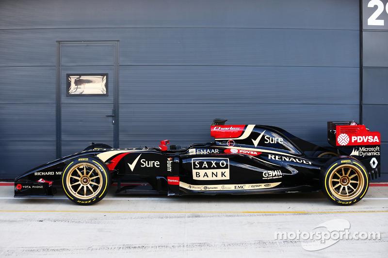 La Lotus F1 E22 con nuovi pneumatici e cerchi Pirelli da 18 pollici