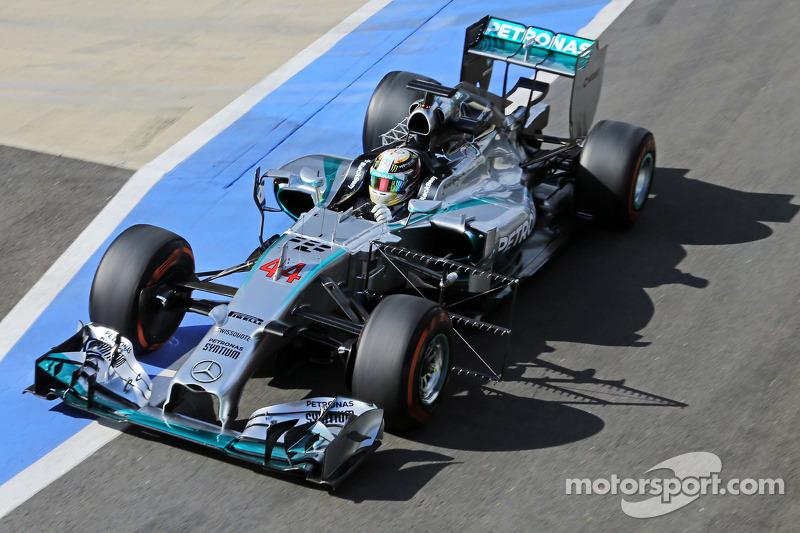 Lewis Hamilton, Mercedes AMG F1 W05 running sensor equipment