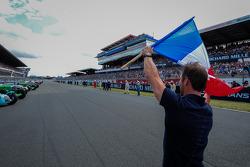 Sébastien Loeb yarışı başlatıyor