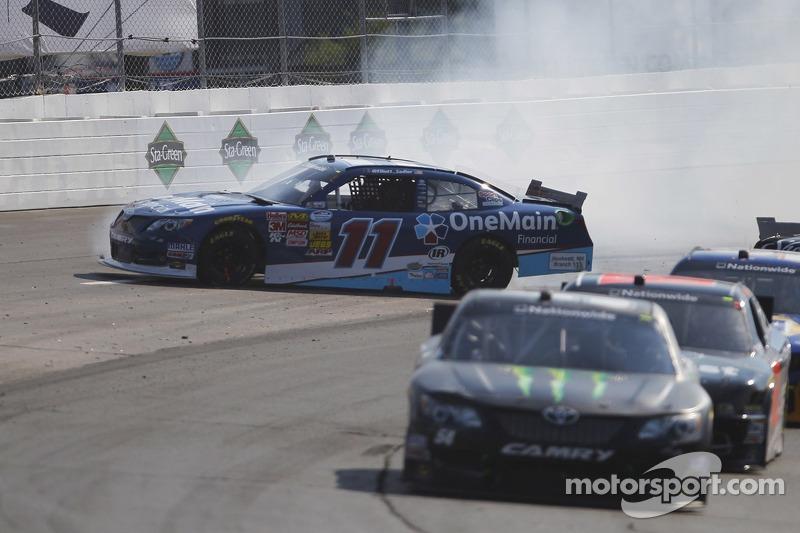 Elliott Sadler crashes