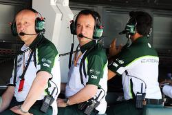(Soldan Sağa): Miodrag Kotur, Caterham F1 Takımı, Takım Menajeri ve Gianluca Pisanello, Caterham F1 Takımı Pist Bölümü Mühendislik Başkanı